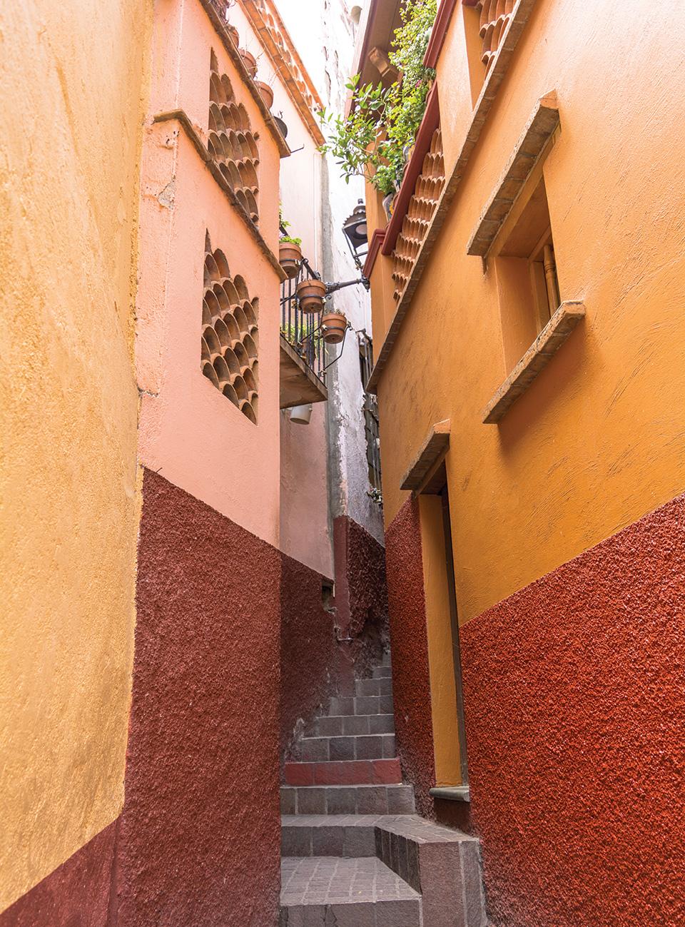 guanajuato travel alley of the kiss walking tour