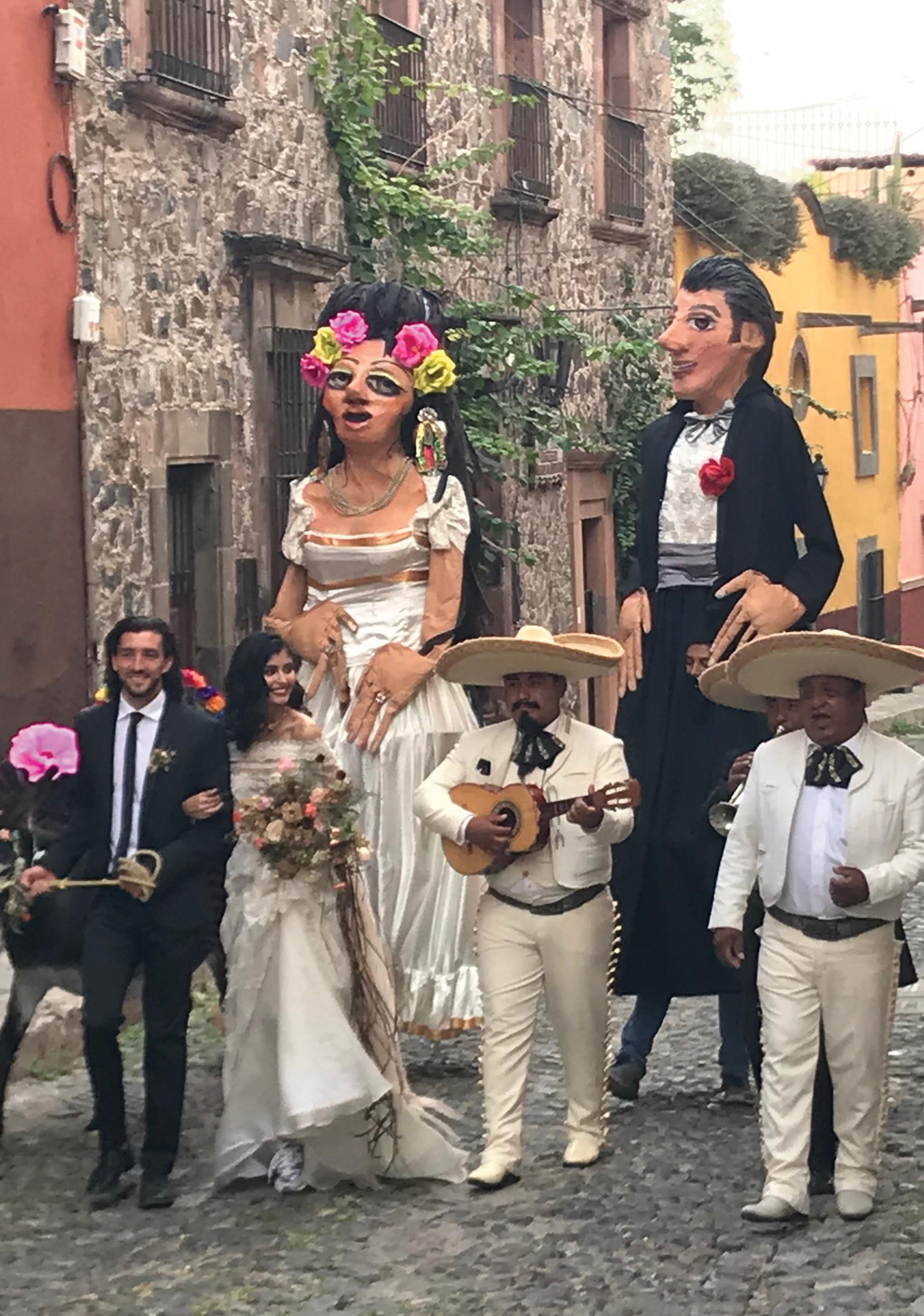 san miguel de allende bride and groom mojigangas mexico travel wedding guanajuato