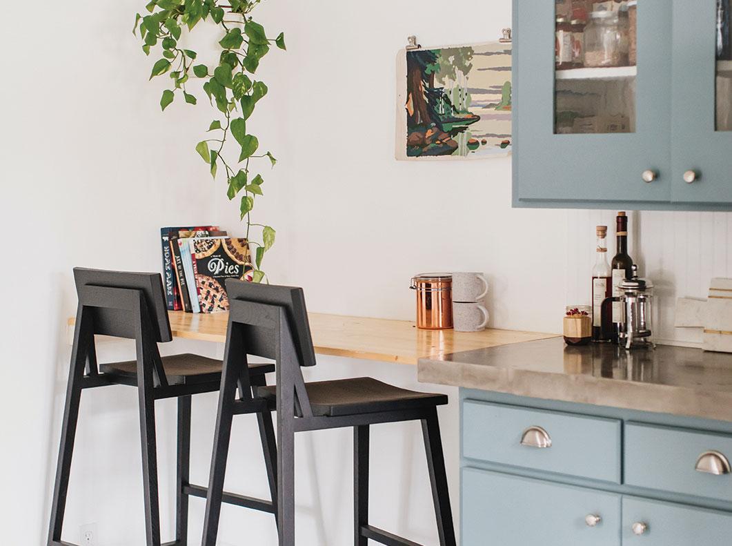 breakfast bar built-in DIY kitchen