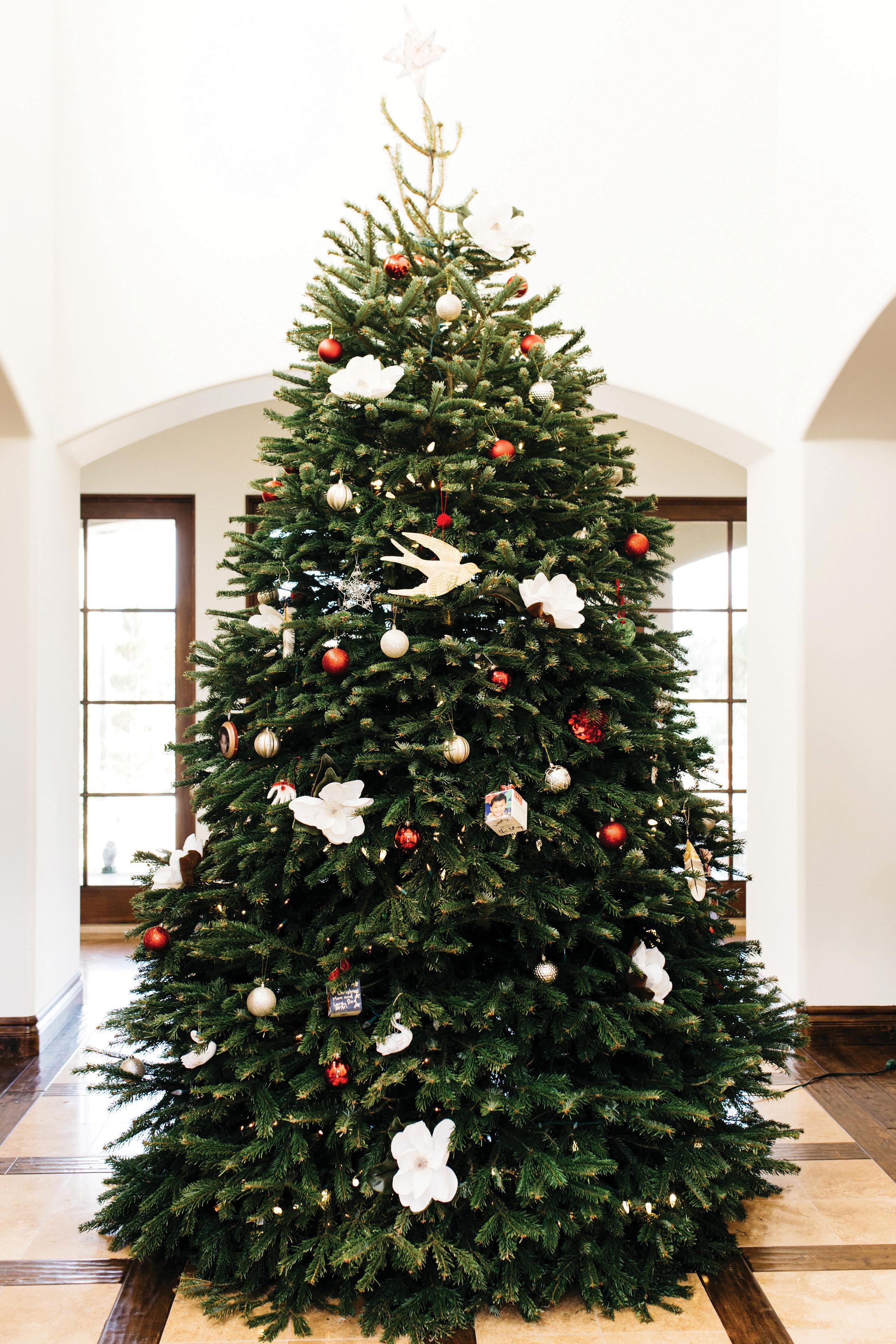 professional holiday decorating decorations decor interior designer seasonal christmas tree